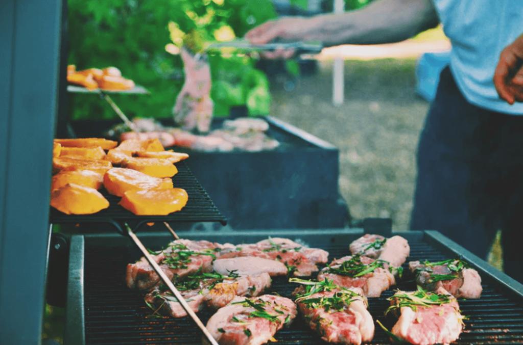 cuire viande au barbecue