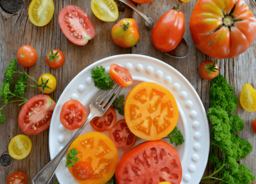 tomates coupees assiette